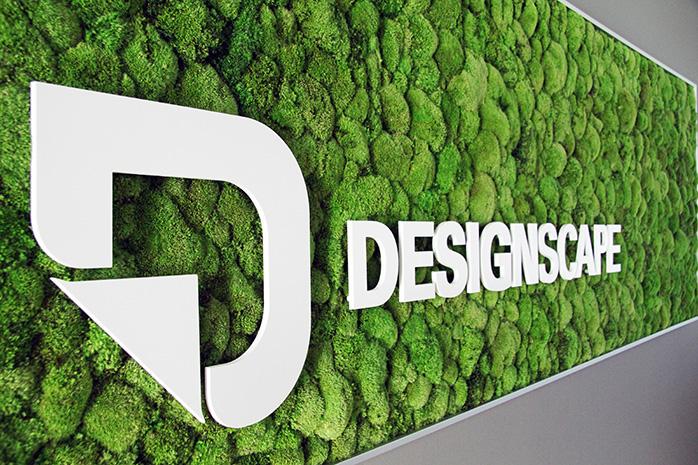 Moosbild mit Kugelmoos und dem Logo von Designscape