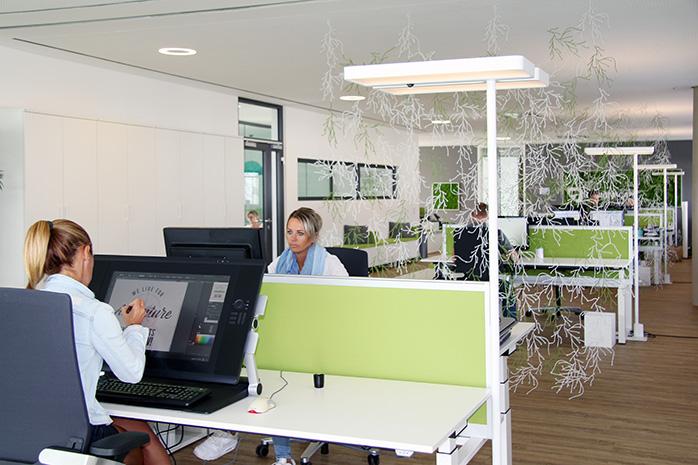 Wandtattoo Designer von Designscape bei der Arbeit