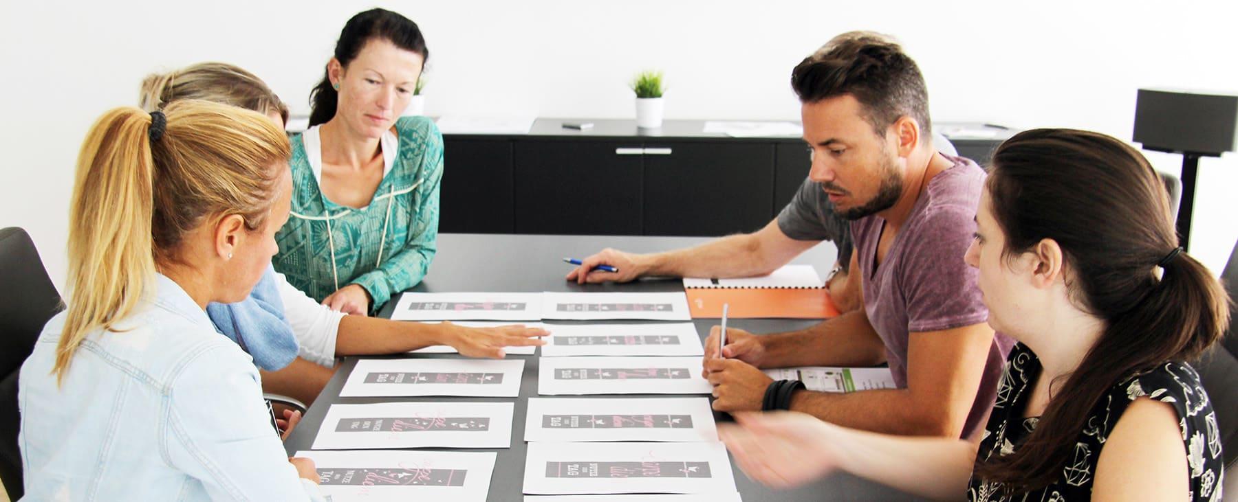 Besprechung bei Designscape: Auswahl der Wandtattoo Motive