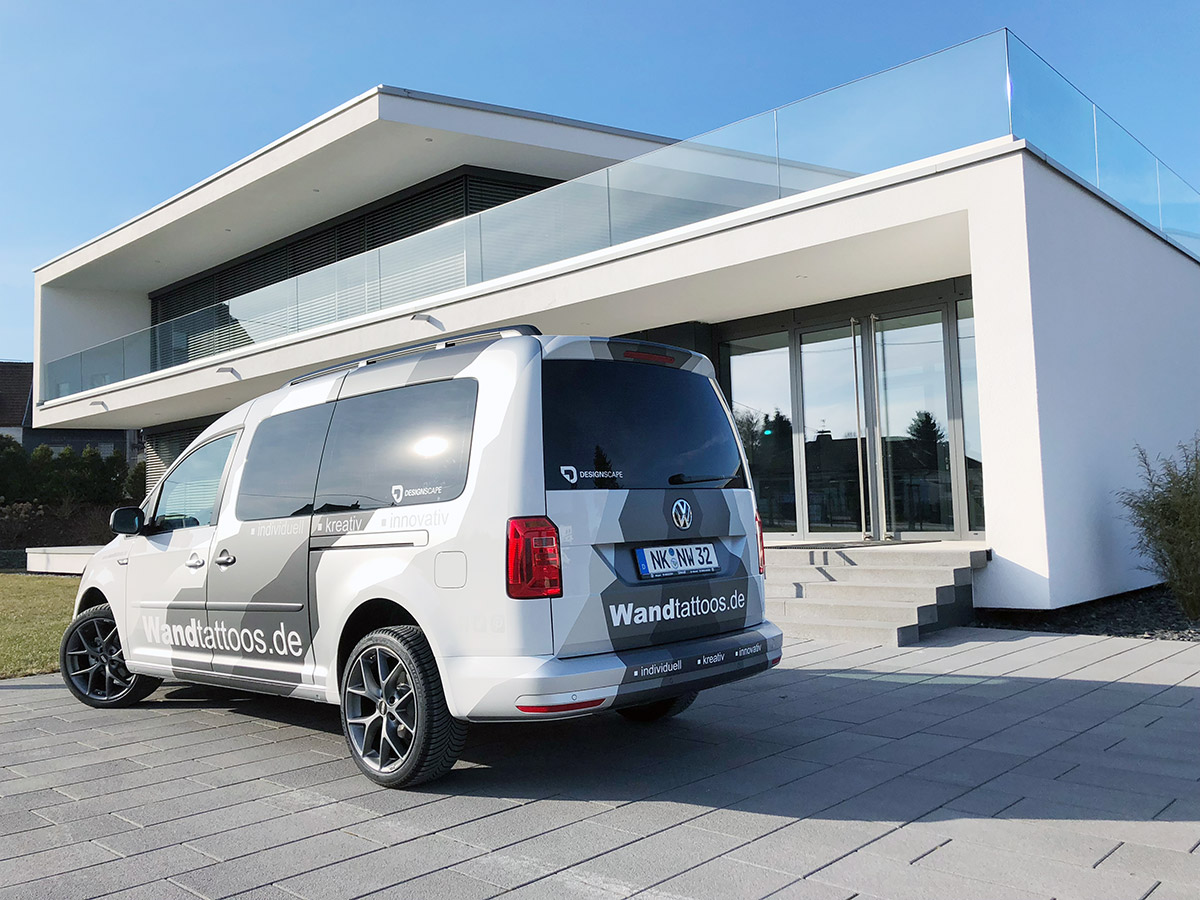 VW Caddy Maxi mit Fahrzeugbeschriftung